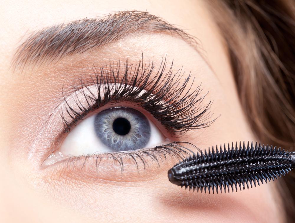 how to put single eyelashes on